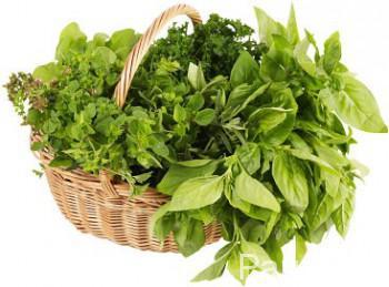 Fresh_herbs_in_straw_basket_2