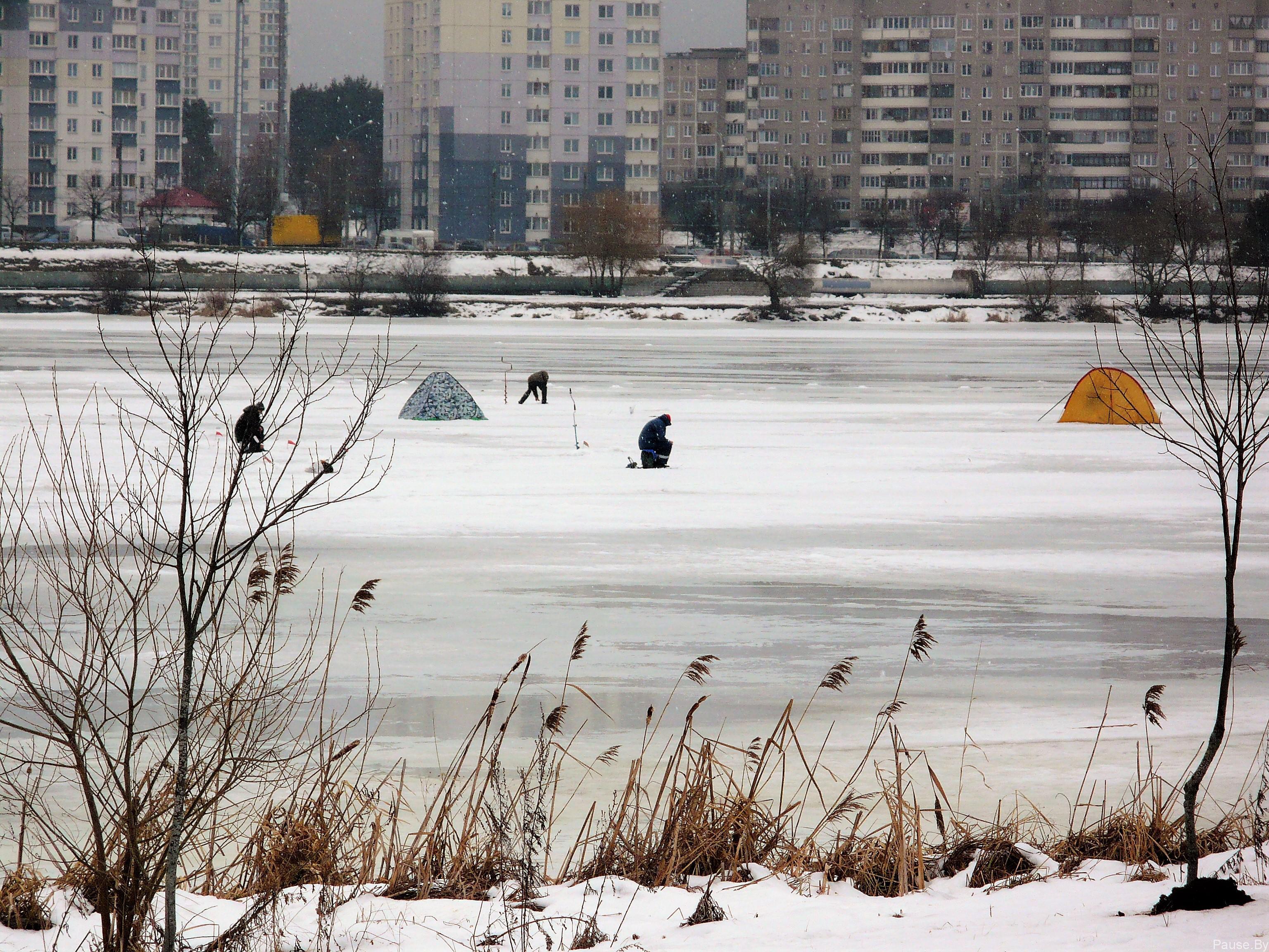 Рыбаки на Чижовском водохранилище
