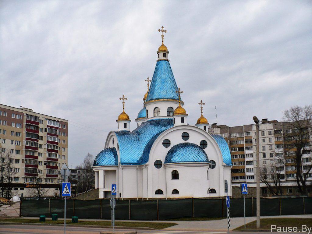 Tserkov', postroyennaya na ulitse Peredovoy v Minske.jpg