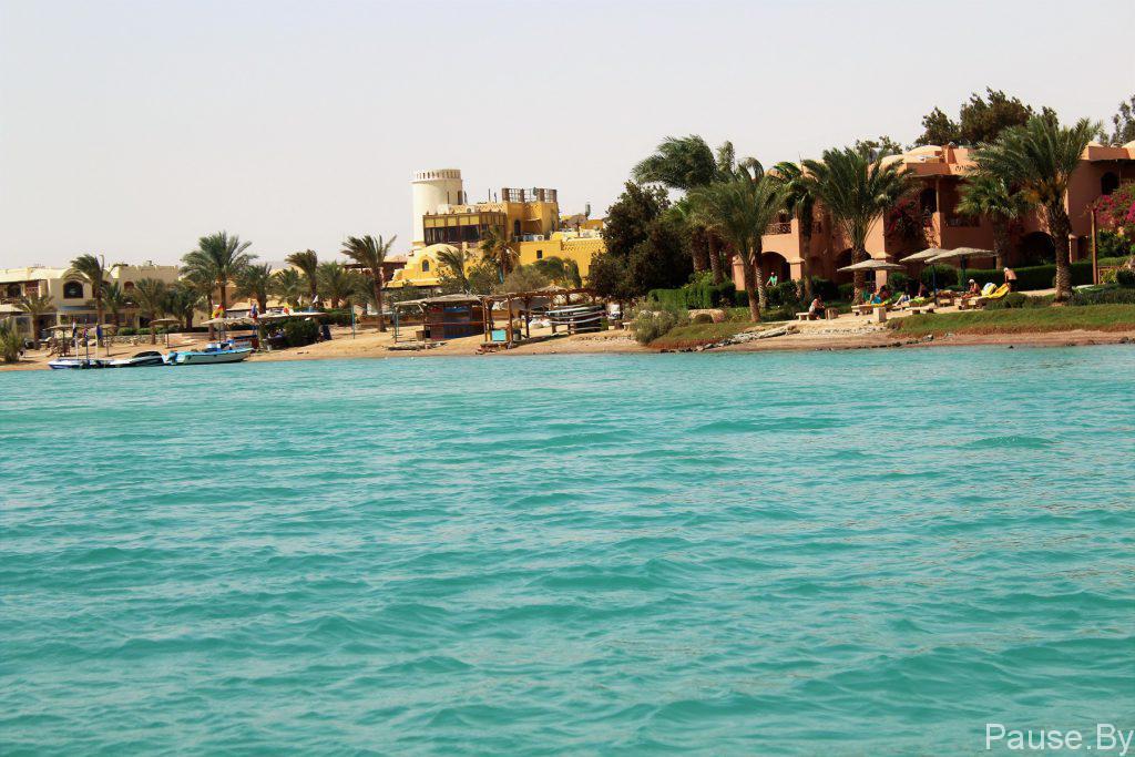 Египет, пляж и море в городе Эль Гуна.jpg