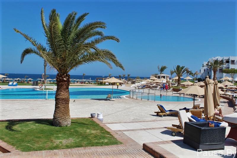 Один из лучших пляжей Хургады находится в отеле Меркурий .Бассейн на территории Меркурия.jpg
