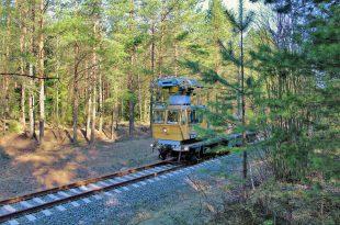 Дрезина на железной дороге.jpg