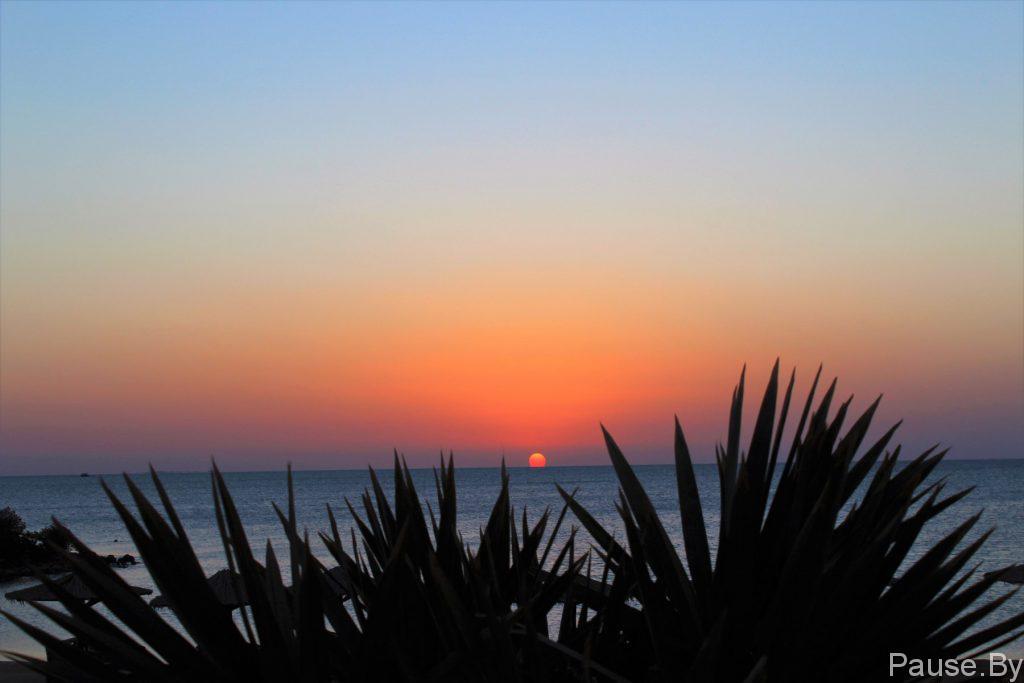 Рассвет на Красном море в Египте.jpg