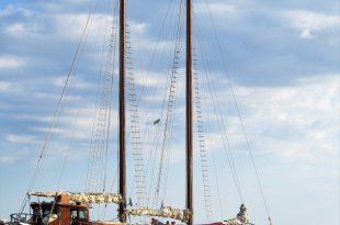 Yakhta v Chernom more(foto).jpg