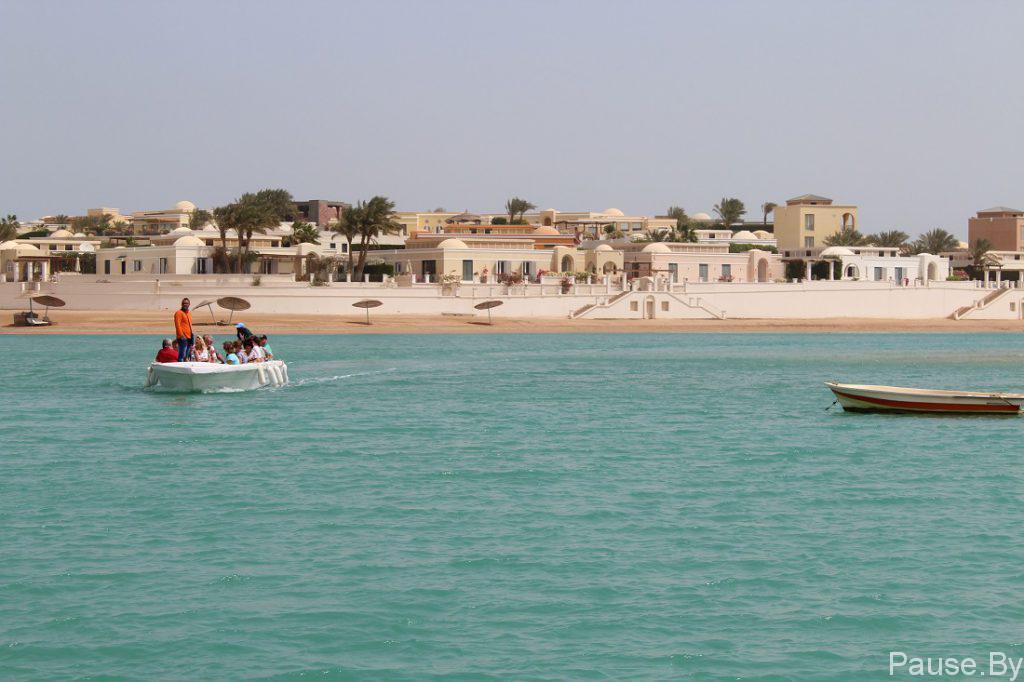 Туристы в городе Эль-Гуна, Египет.jpg