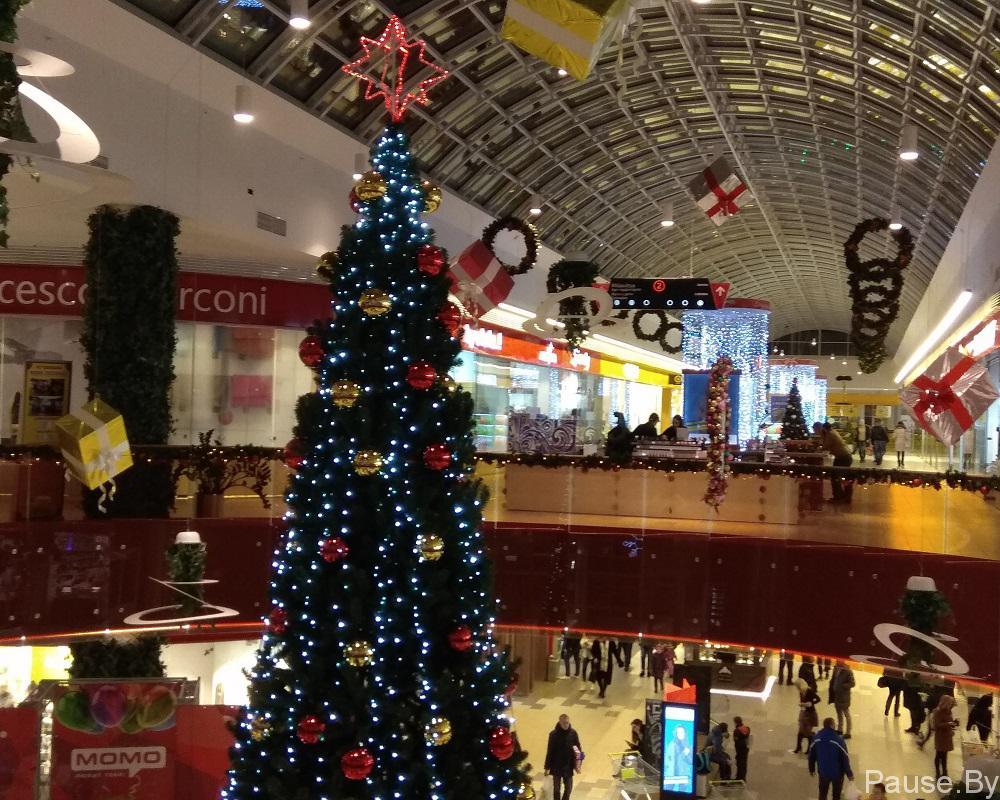 Новогодняя елка в тороговом центре МоМо, фото.jpg