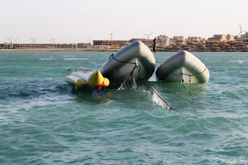 Катание на банане по Красному морю.jpg