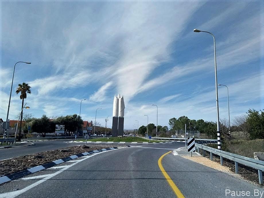 Въезд в город Кацрин на Голанских высотах.jpg