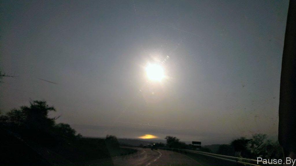 Отражение Солнца в озере Кинерет.jpg