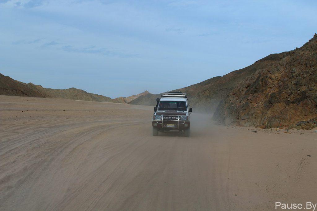 Сафари на джипах по пустыне.jpg