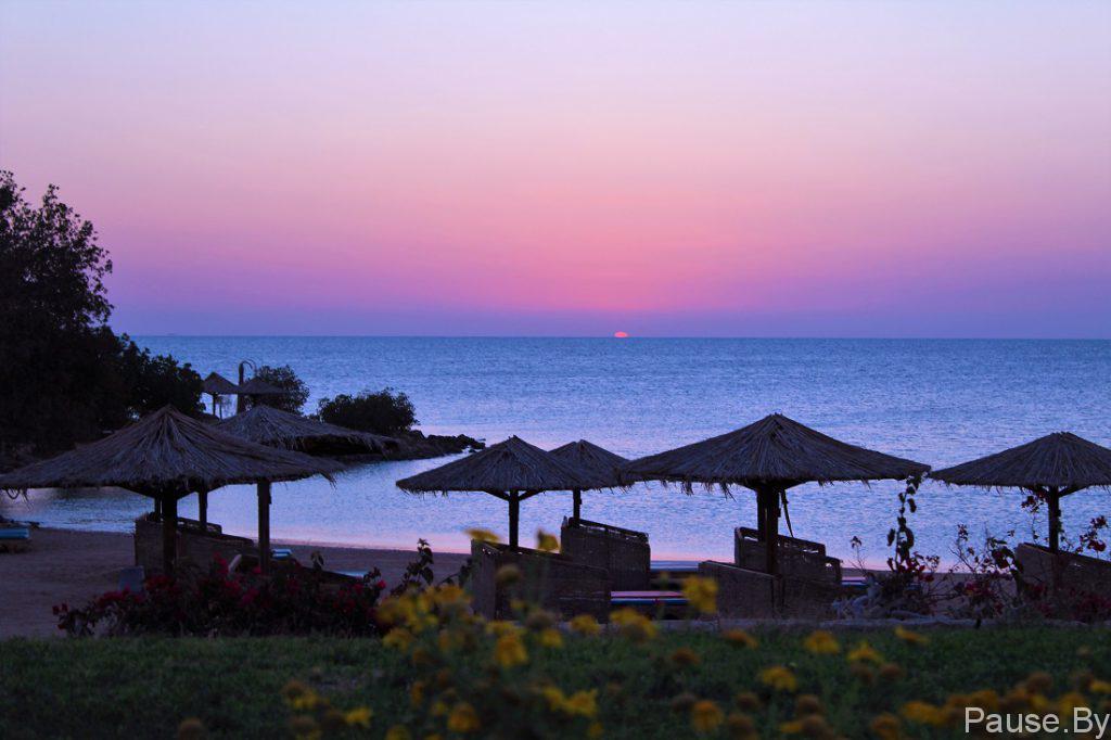 Розовый рассвет на море.jpg