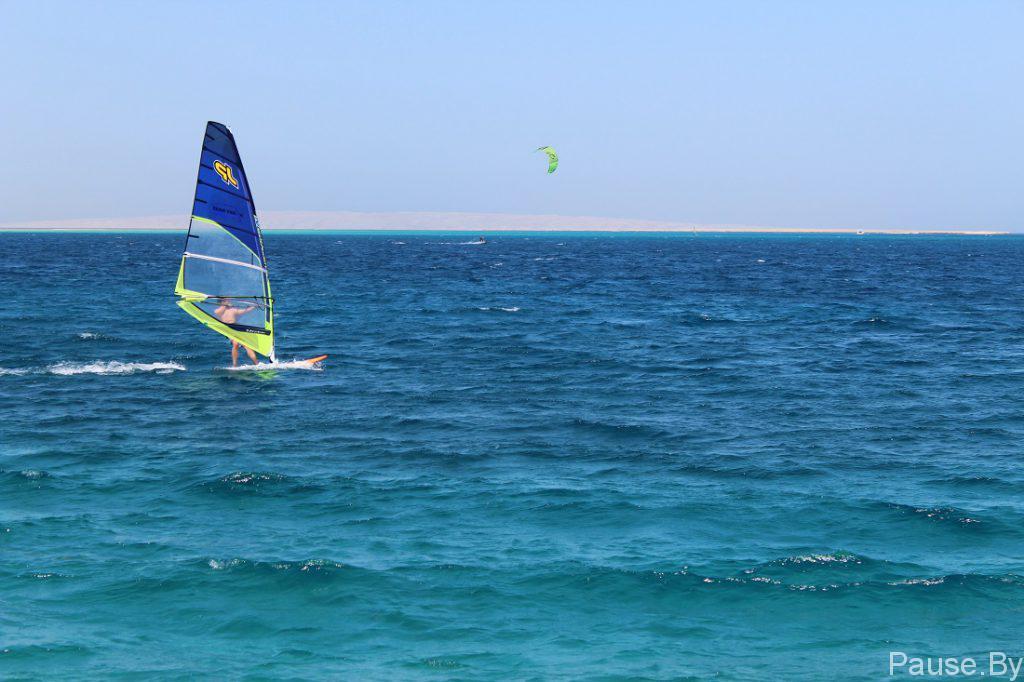 Виндсерфинг на море.jpg