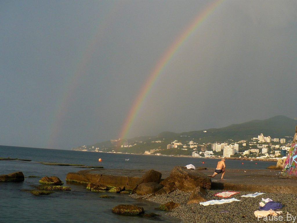 Зарядка на пляже под дождем.jpg